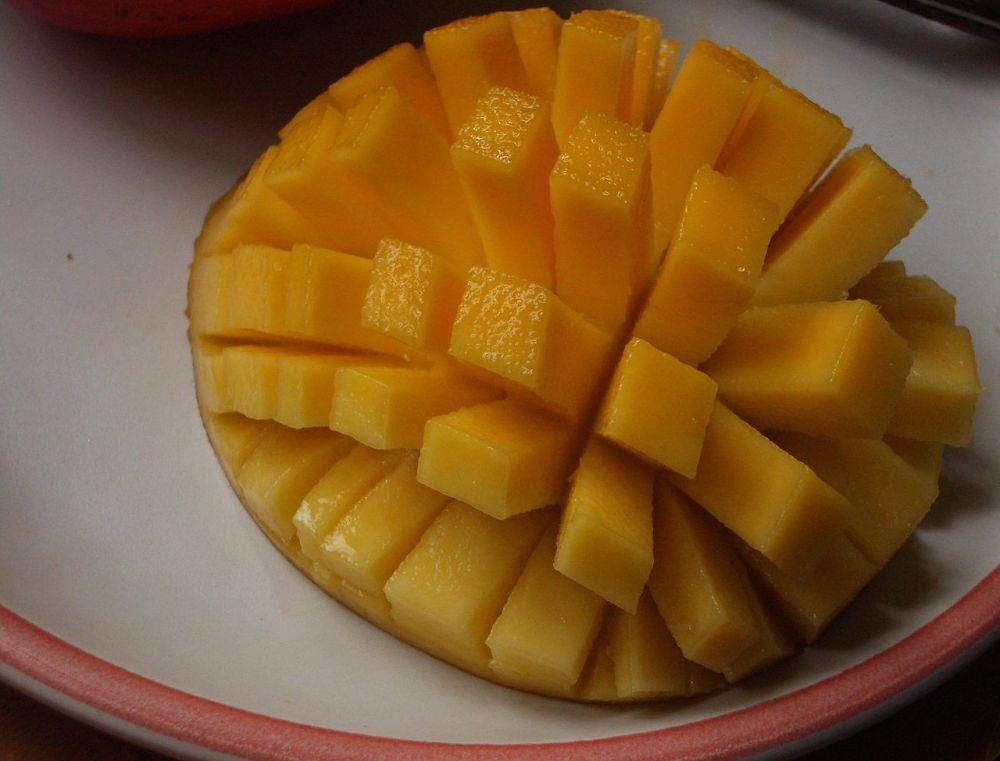 1280px-Sliced-cubed_Mango_01.jpg